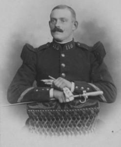 Pour un soldat, la moustache fait partie de l'uniforme !