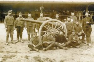 Artilleurs nantais et leur 75 à Le Mesnil-lès-Hurlus (Champagne) en 1915